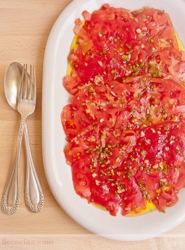 Carpaccio de tomate con aceite de trufa