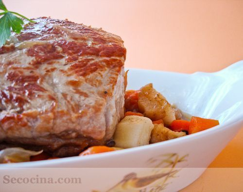 Lomo de cerdo en su jugo con zanahorias y nabos