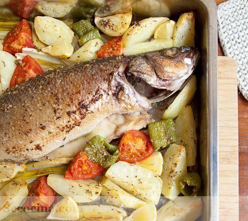 Lubina al horno con verduras, mostaza y tomillo