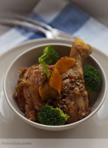 Pollo de corral guisado con tomate