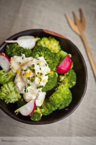 Ensalada de brócoli con mayonesa de limón
