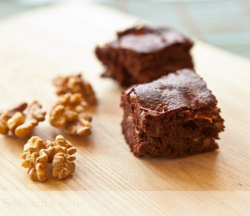 Brownie con nueces y manzana