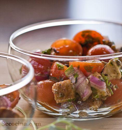 Ensalada de tomates cereza con mozzarella