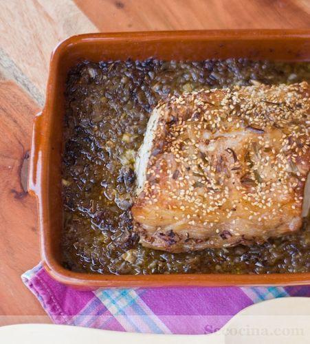 Asado de cerdo encebollado al vermut rojo