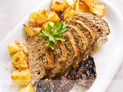 Pastel de carne con aceitunas y parmesano