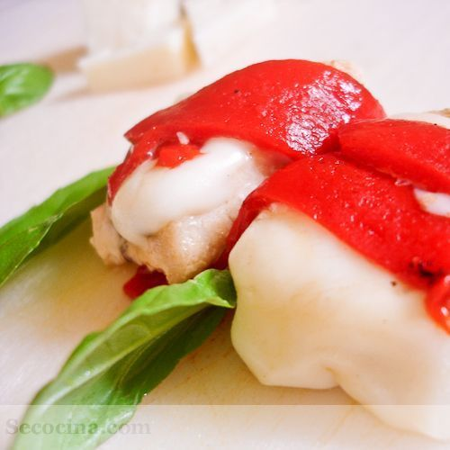 Bocaditos de pez espada con queso y pimientos