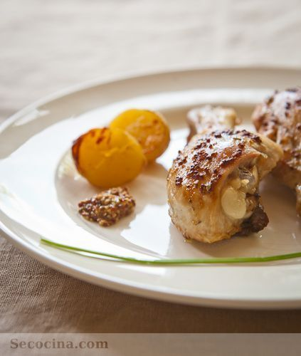 Muslitos de pollo al grill con mostaza y hierbas