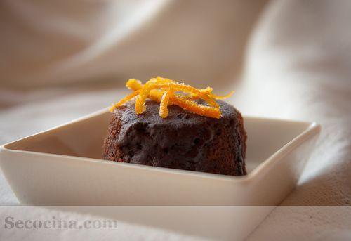 Tarta de chocolate y almendras a la naranja