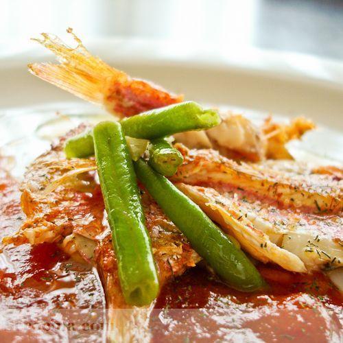 Salmonetes con vinagreta de tomate