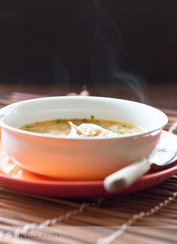 Sopa de gallina y verduras