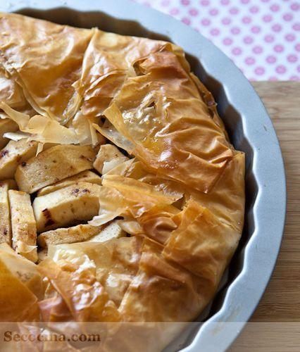 Tarta de manzana con ciruelas